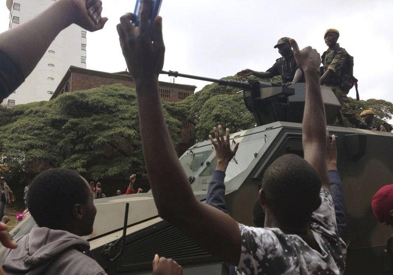 Dan Zimbabwe xuong duong doi ket thuc 'trieu dai Mugabe' hinh anh 5