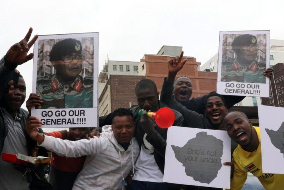 Dan Zimbabwe xuong duong doi ket thuc 'trieu dai Mugabe' hinh anh 9