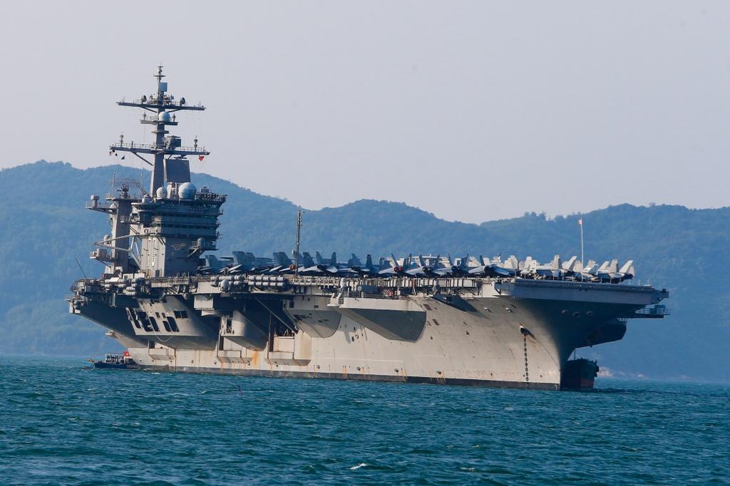 4 ngay 'lich su' cua sieu tau san bay USS Carl Vinson tai Da Nang hinh anh 6