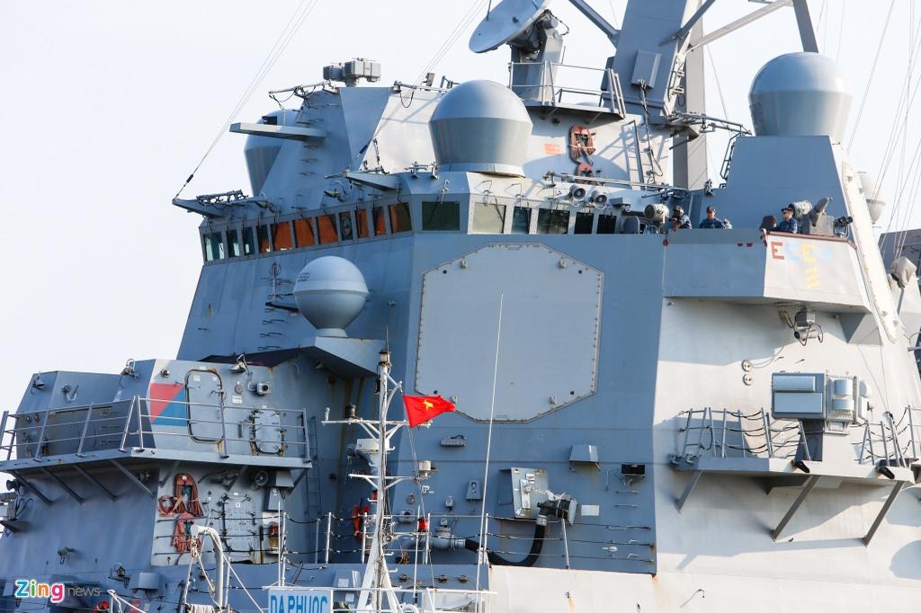 4 ngay 'lich su' cua sieu tau san bay USS Carl Vinson tai Da Nang hinh anh 5