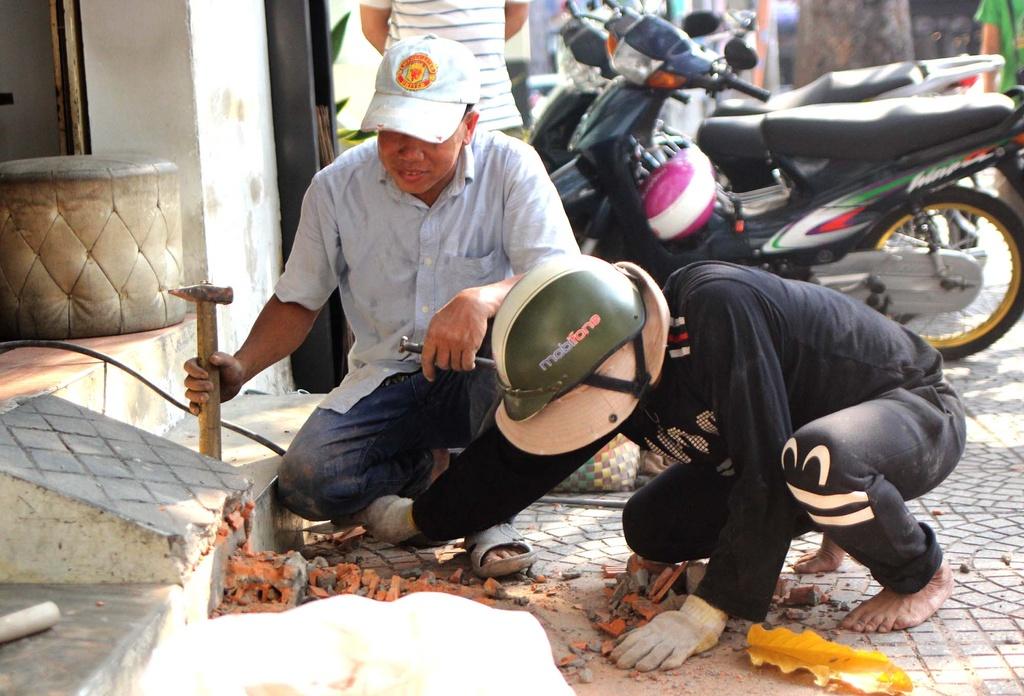 Chu tich phuong Ben Thanh go cua nhac nho tung ho dan lan chiem via he hinh anh 6