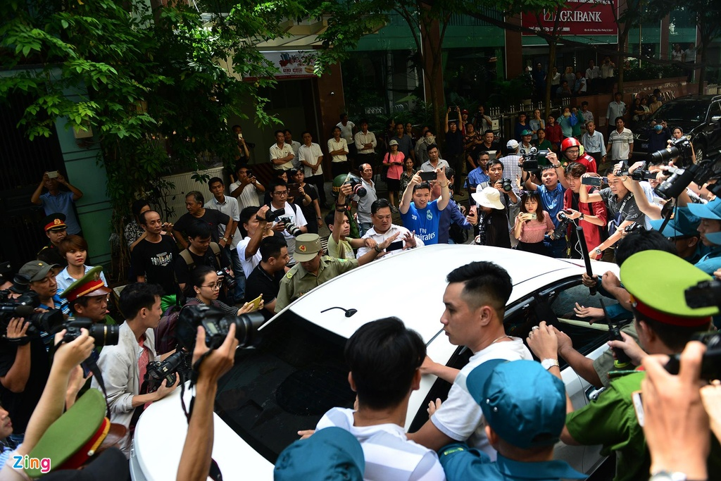 Hang chuc canh sat ho tong Nguyen Huu Linh roi toa hinh anh 8