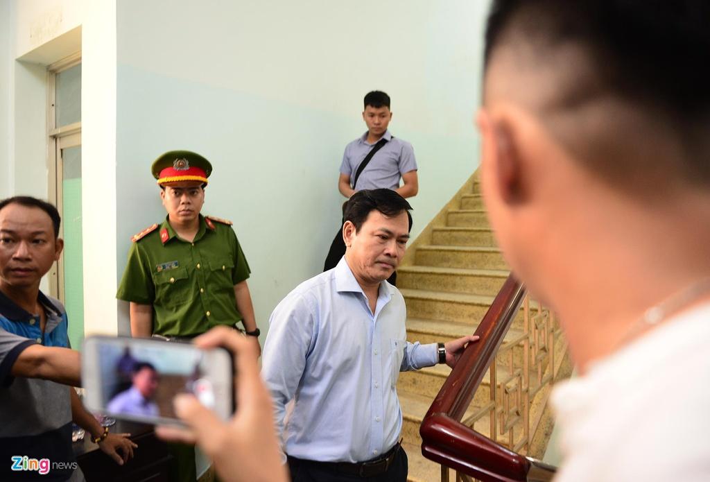 Hang chuc canh sat ho tong Nguyen Huu Linh roi toa hinh anh 2