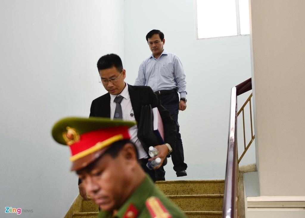 Hang chuc canh sat ho tong Nguyen Huu Linh roi toa hinh anh 1