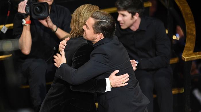 Brad Pitt om hon ban be tai tiec Oscar 2020 hinh anh 2 leo_brad.jpg