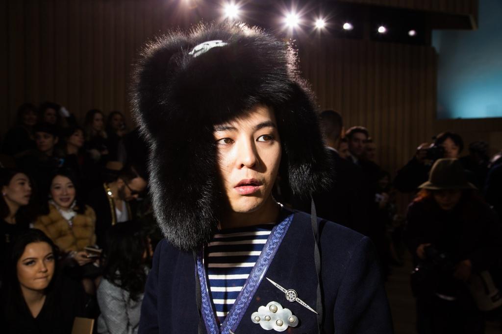 G-Dragon nam 2017: Man chia tay khep lai mot thoi ky hinh anh 4