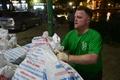 Chang trai nguoi My 4 nam don rac quanh Ha Noi anh 25