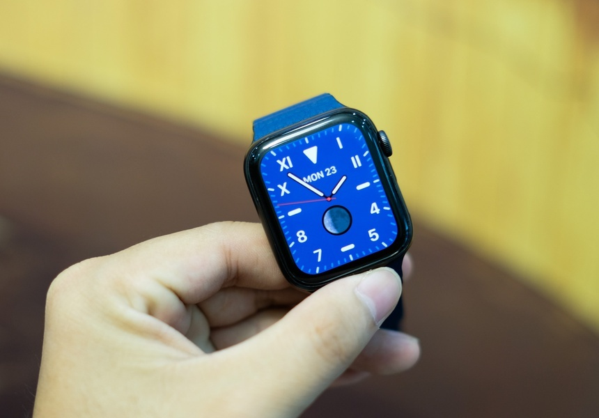 https://znews-photo.zadn.vn/w1200/Uploaded/neg_wpeczyr/2020_11_25/Apple_Watch_S5.jpg