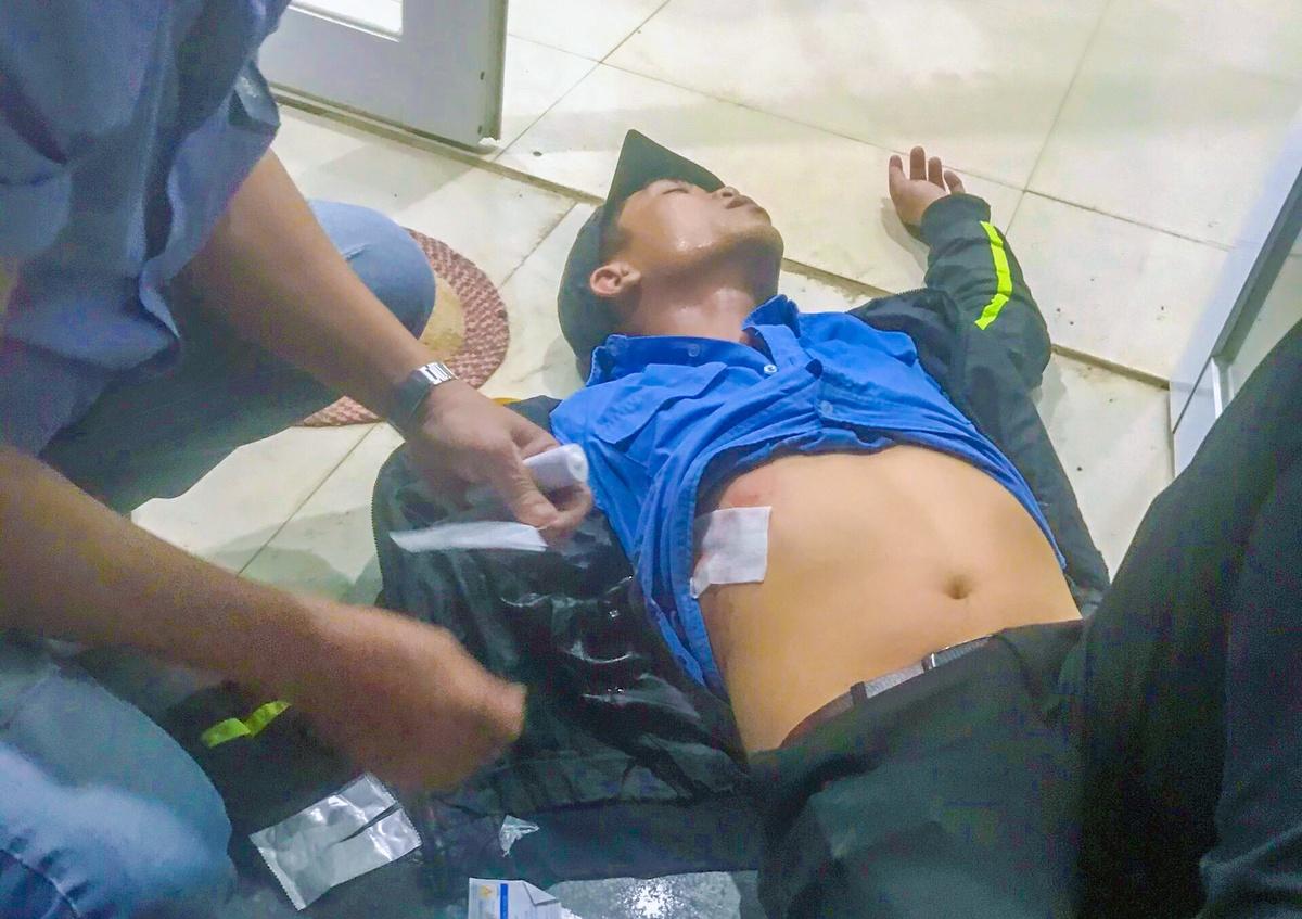 Đối tượng cản trở thu phí BOT QL26, rút dao đâm trọng thương nhân viên