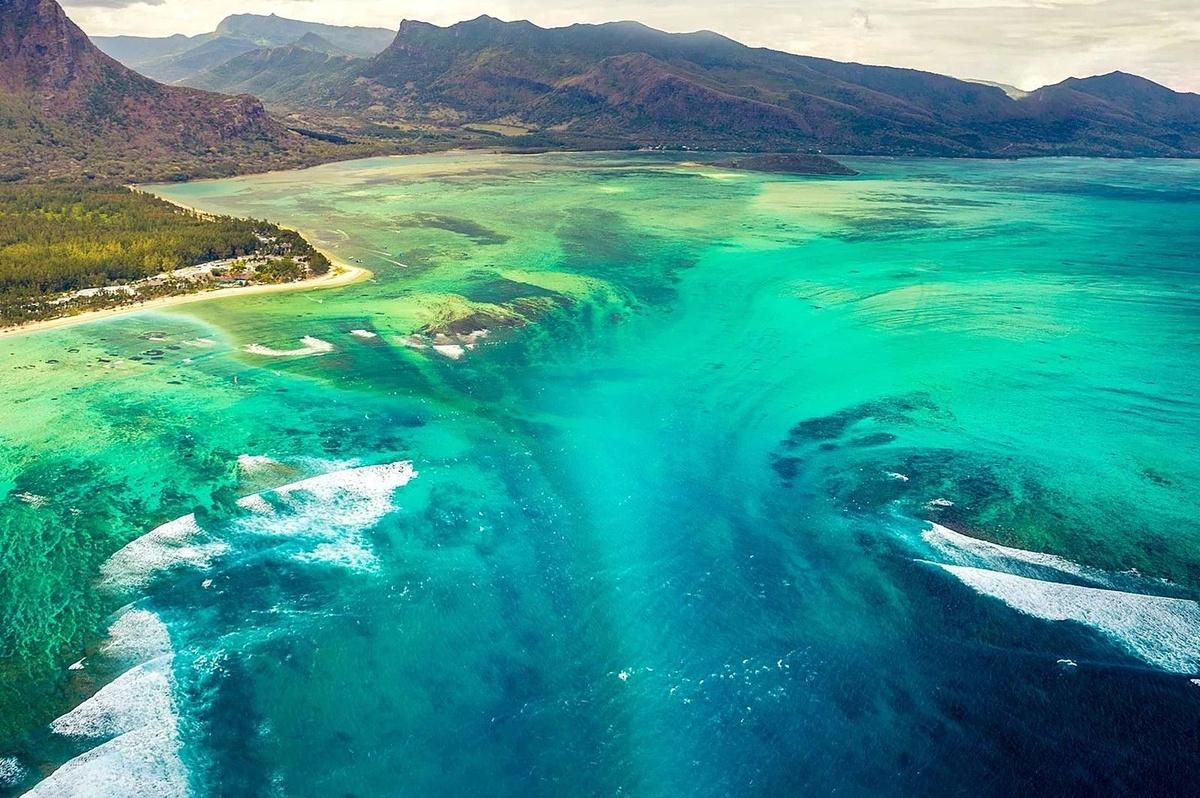 Chùm ảnh: Sự quyến rũ bí ẩn của ngọn thác dưới đáy biển Mauritius