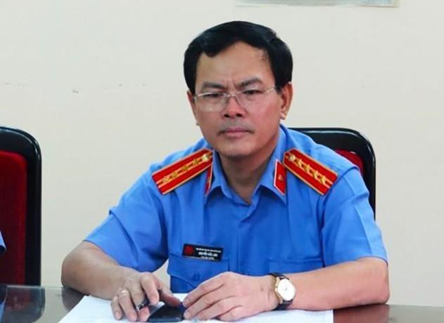 Gia đình bé gái nói ông Nguyễn Hữu Linh 'quý cháu nên ôm hôn'?