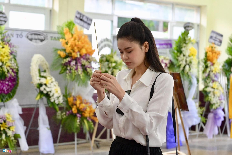 NSUT Thanh Loc, Minh Hang va dong nghiep nghen ngao vieng NS Le Binh hinh anh 9