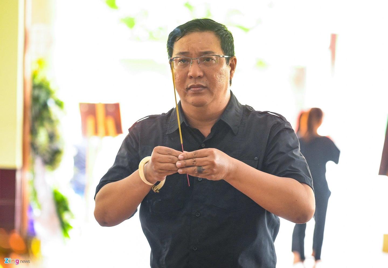NSUT Thanh Loc, Minh Hang va dong nghiep nghen ngao vieng NS Le Binh hinh anh 8