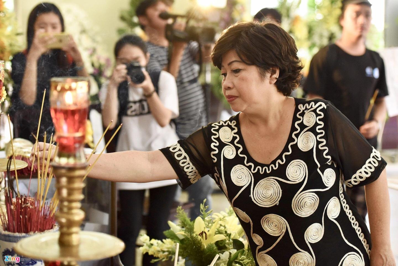 NSUT Thanh Loc, Minh Hang va dong nghiep nghen ngao vieng NS Le Binh hinh anh 1