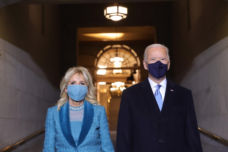 Vay xanh mong ket cua De nhat Phu nhan Jill Biden noi len dieu gi?