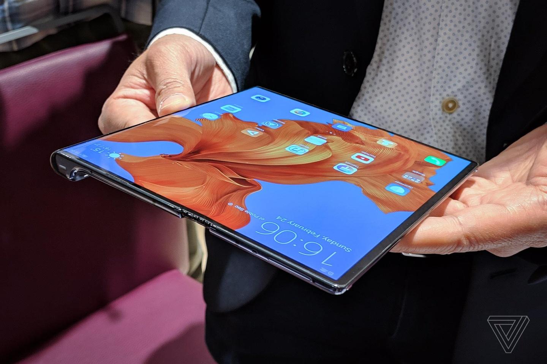 Google vua 'chia tay' Huawei, co the ngung cung cap Android moi hinh anh 2