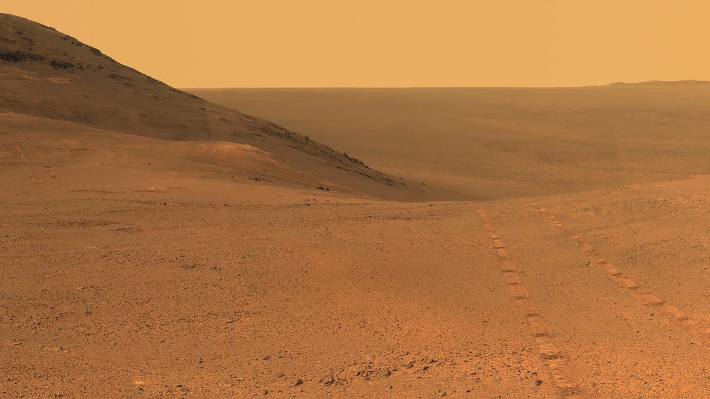 Trong hình là thung lũng Perseverance Valley, được Opportunity chụp lại vào tháng 6/2017. Đây cũng là điểm dừng chân của chú robot này. 1 năm sau, cơn bão bụi rất lớn đã khiến Opportunity không thể hoạt động tiếp. Ảnh: NASA.