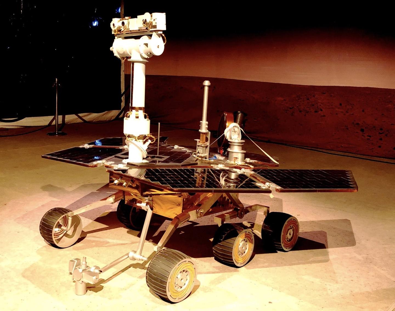 """Những nỗ lực của NASA là vô vọng khi họ không nhận được một tín hiệu phản hồi nào. Thông điệp cuối cùng mà Phòng thí nghiệm động cơ phản lực của NASA gửi tới Opportunity vào ngày 13/2 là lời bài hát """"I'll be seeing you"""" của Billie Holiday, trong đó có câu hát """"anh sẽ nhìn lên mặt trăng, nhưng anh sẽ nhìn thấy em"""". Ảnh: NASA."""