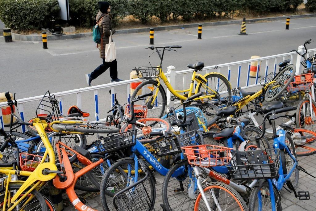 Chỉ vài năm trước, chia sẻ xe đạp (sharing - bike) từng được coi là tương lai ngành vận chuyển tại Trung Quốc. Vào lúc ngành này đạt đỉnh, có khoảng 60 công ty startup tham gia lĩnh vực chia sẻ xe đạp. Ảnh: Reuters.