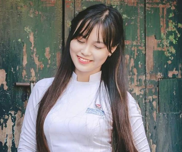 2. Trương Nữ Tú Tú, 18 tuổi, thuộc thế hệ 10X đầu tiên vừa đỗ đại học. Tú  Tú là sinh viên năm nhất Đại học Khoa học Huế. Cô được khán giả dự ...