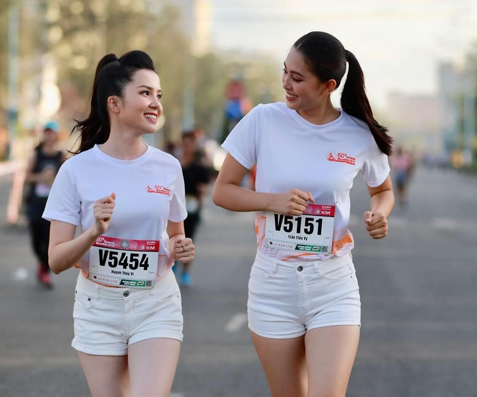 Hoa hau Tieu Vy rang ngoi tren duong chay giai Tien Phong Marathon hinh anh 5