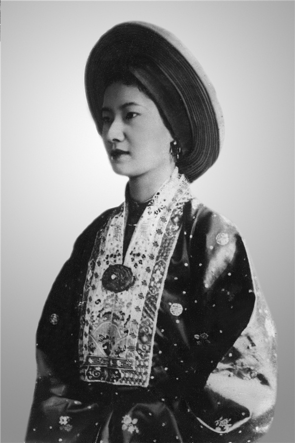 'La thu danh ghen' 66 chu Nam Phuong Hoang hau gui tinh nhan cua chong hinh anh 3 NPHH_Hinh_phan_2_2.jpg
