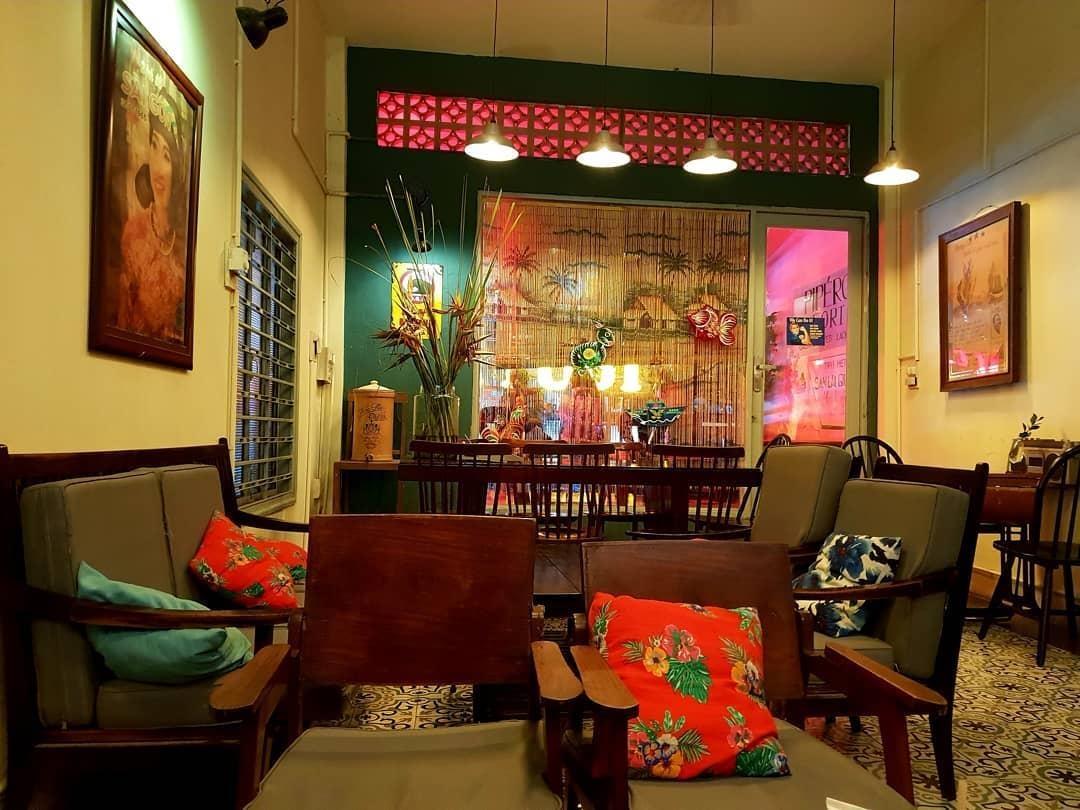 1. Tiệm Cafe Saigon Retro: