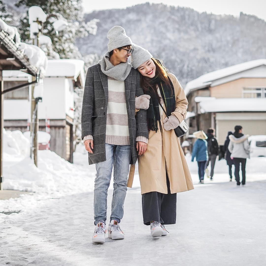 Giới trẻ say sưa tạo dáng với tuyết ở làng cổ tích Nhật Bản - ảnh 11