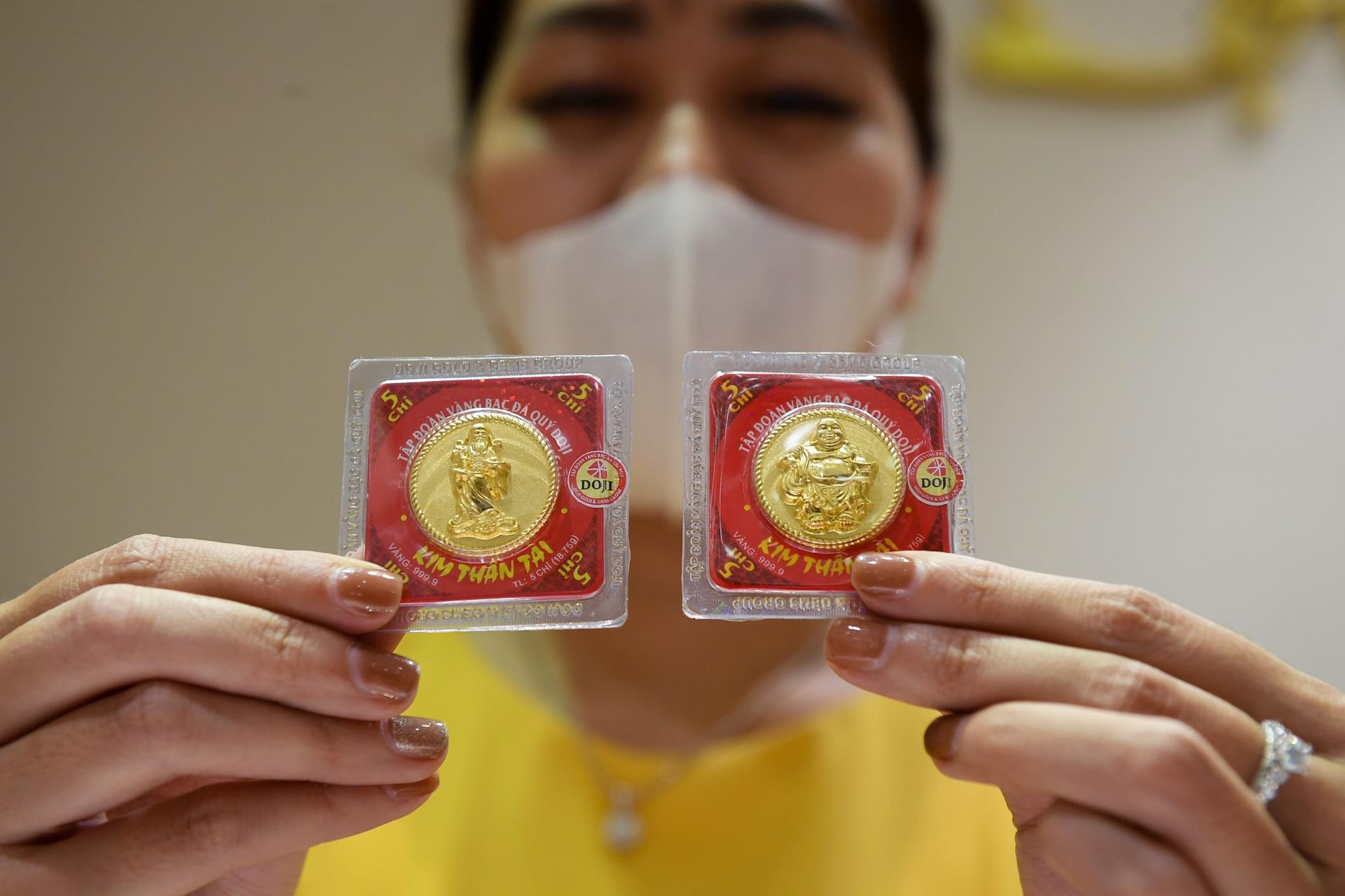 Vàng đang rớt giá mạnh ngày 4 tháng 6 năm 2021
