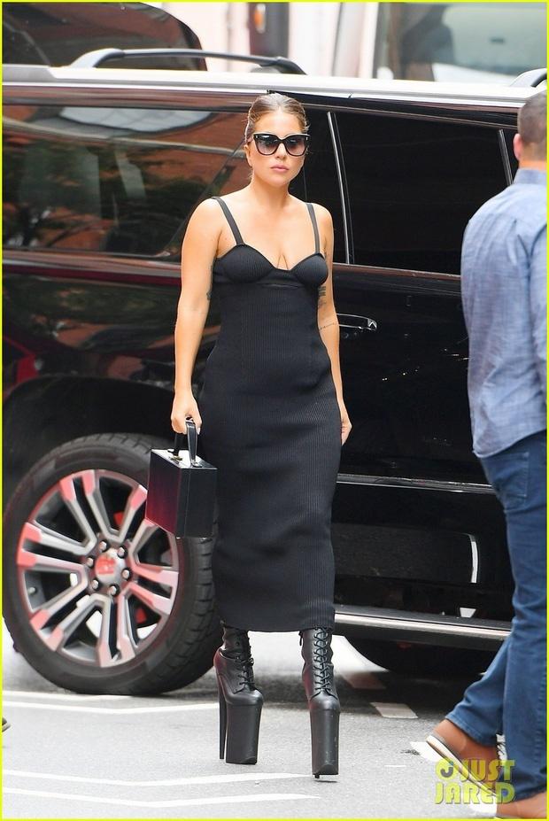 giay cao 30 cm cua Lady Gaga anh 3