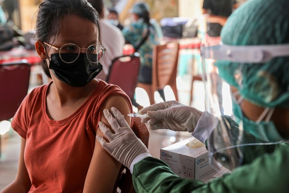 tiem chung vaccine anh 1