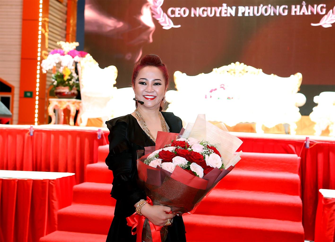 hien tuong Nguyen Phuong Hang anh 2