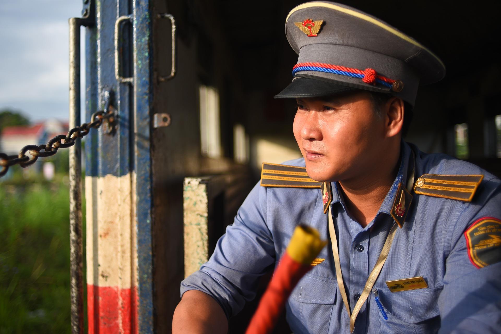 chuyen tau vang khach nhat ca nuoc Ha Noi Quang Ninh anh 42