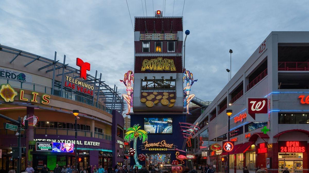 Tony Hsieh thay doi Las Vegas anh 4