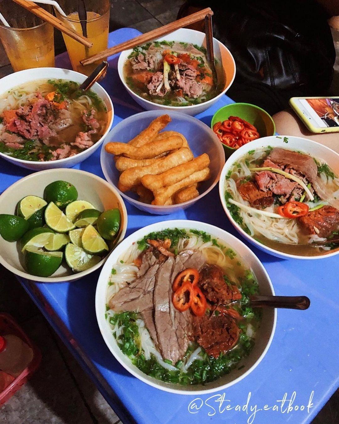 Food tour o pho co Ha Noi anh 1