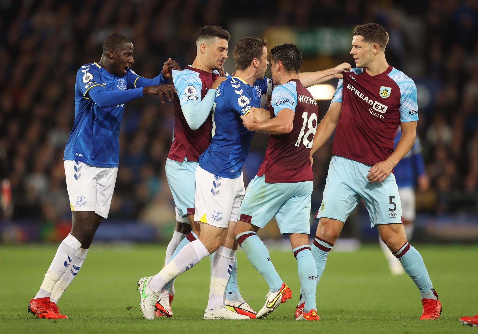 Everton bang diem MU anh 3