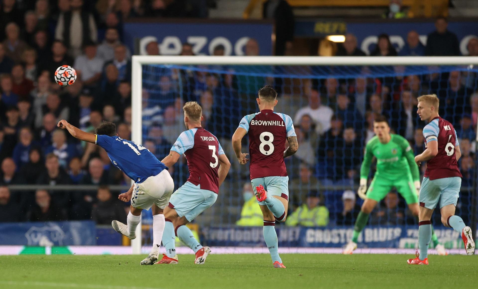 Everton bang diem MU anh 6