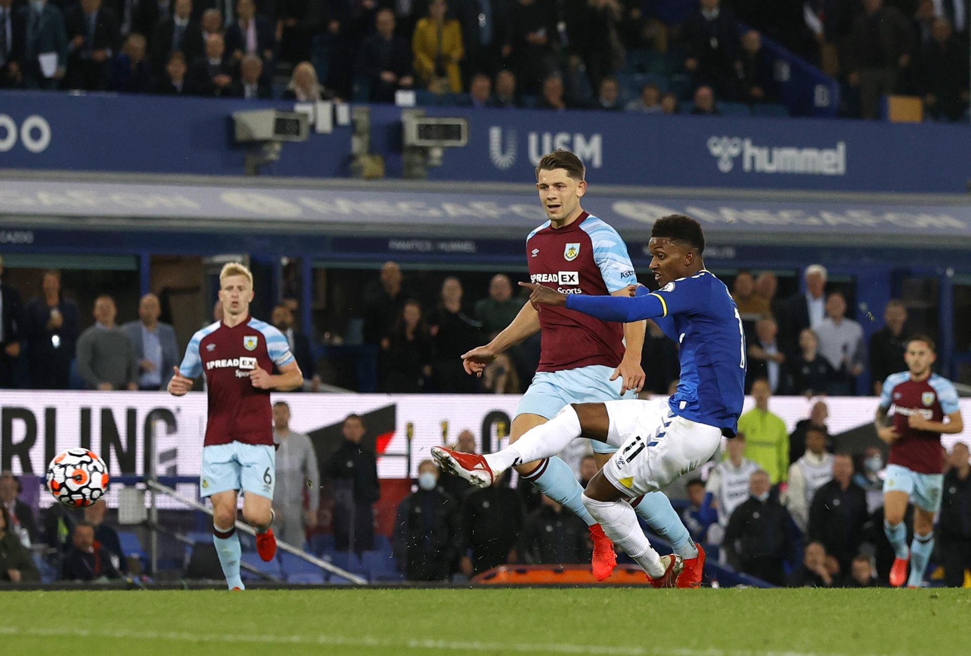 Everton bang diem MU anh 8