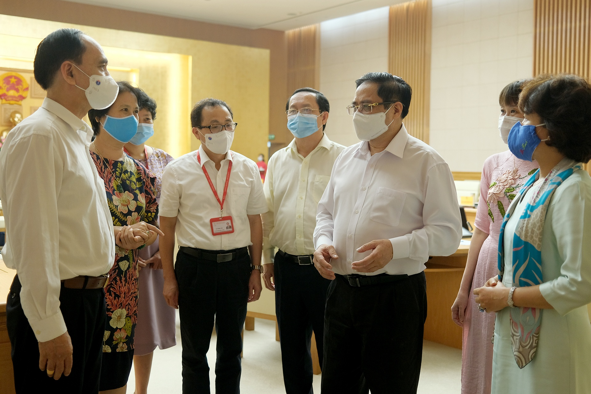 Thu tuong lam viec voi cac don vi san xuat vaccine anh 2
