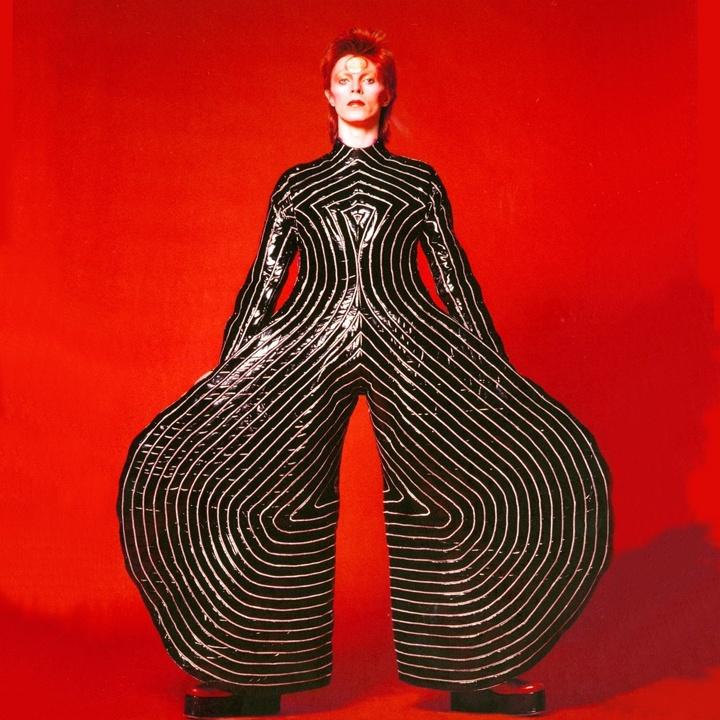Bieu tuong David Bowie anh 2