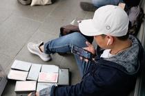 iPhone bay tren via he o Singapore, dan buon livestream ve VN ban hinh anh
