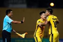 Sao U23 Viet Nam ngan dong doi lao vao an thua du voi trong tai hinh anh