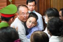 Ong Nguyen Thanh Tai om nguoi than sau khi nhan an 8 nam tu hinh anh