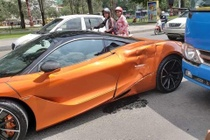 Sieu xe McLaren 720S va cham voi xe buyt, hong xe mop meo hinh anh