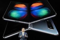 Samsung hoan ra mat Galaxy Fold tai nhieu noi hinh anh