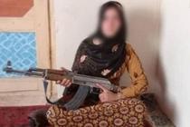 Uan khuc vu thieu nu dung AK-47 ban ha phien quan Taliban hinh anh