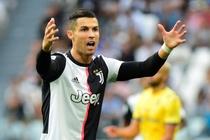 Ronaldo ghi ban va kien tao giup Juventus len dau bang hinh anh