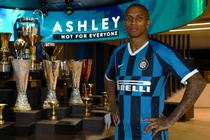 Ashley Young roi Man Utd, dau quan cho Inter Milan hinh anh