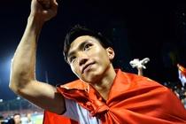 Bao Indonesia buc xuc vu Evan Dimas phai ngoi xe lan hinh anh