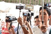 Livestream dam tang, 'phat truc tiep' ca khi nham mat xuoi tay? hinh anh